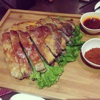 Photo taken at 耶里夏丽新疆餐厅 | يەر شارى by 💫Melek😈.。 on 4/17/2013