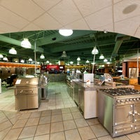 Photo taken at Universal Appliance and Kitchen Center by Universal Appliance and Kitchen Center on 9/11/2013