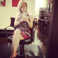 Das Foto wurde bei Adore Hair Studio von Jasmine R. am 7/17/2013 aufgenommen
