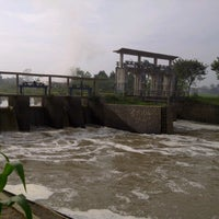Photo taken at Dam Bendungan Sungai Citarik Majalaya by Jana A. on 7/15/2013