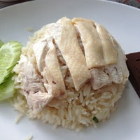 Photo taken at เบตง ข้าวมันไก่ by Wincy on 2/22/2013