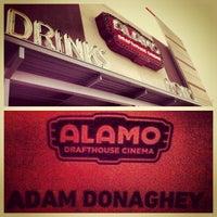 Foto tirada no(a) Alamo Drafthouse Cinema por Adam D. em 7/26/2013