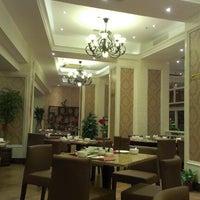 Photo taken at Zenicui Zenith Cuisine by Sam侯 on 11/27/2012