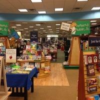 Foto tirada no(a) Barnes & Noble por Dan W. em 11/10/2012
