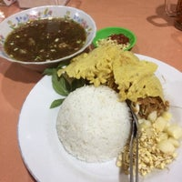 Photo taken at Rumah Makan Happy Suzy by Aris S. on 12/11/2016