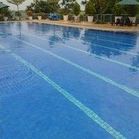 Photo taken at kolam Renang Sandiego Hill by Rahman B. on 2/10/2013