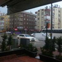 1/12/2013 tarihinde Zeynepziyaretçi tarafından Avcuoğlu Börek Salonu'de çekilen fotoğraf
