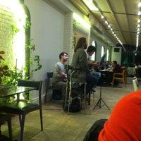 12/1/2012 tarihinde Mustafa volkanziyaretçi tarafından Âlâ Cafe & Bistro'de çekilen fotoğraf