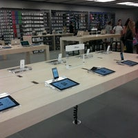 Photo taken at Apple Syracuse by Tiffany T. on 9/14/2012