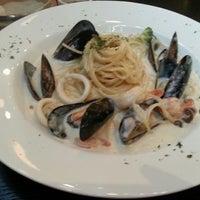 Photo taken at Pasta & Salad (Yeboon's BoxO'5) by 조홍상 on 8/4/2013