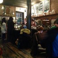 12/16/2012 tarihinde Svetlana I.ziyaretçi tarafından Lenox Coffee'de çekilen fotoğraf