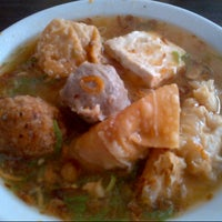 "Photo taken at Bakso & Bakwan Malang ""Cak Uban"" by Ottje A. on 11/7/2012"