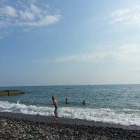 Photo taken at Пляж Айтар | აიტარის პლიაჟი by Yu*la on 8/13/2013