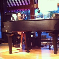 Photo taken at Mojo's Dueling Piano Bar by Shawn M. on 5/16/2013