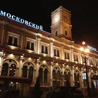 Снимок сделан в Московский вокзал пользователем Nastia🌛 7/23/2013