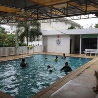 Foto tomada en Sa-by-jai Dog Swimming Pool por Kung C. el 3/22/2015