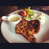 Photo taken at Ayers Rock Butcher & Grill by MF on 11/30/2012