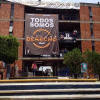 Photo taken at Hecho En Derecho by Alan V. on 8/18/2014