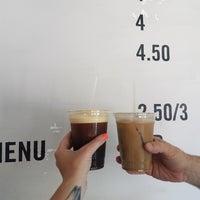 Foto tomada en East One Coffee Roasters por Amanda S. el 6/9/2017