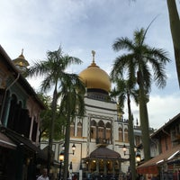 Photo taken at Masjid Angullia (Mosque) by Léna Le Rolland on 2/5/2016