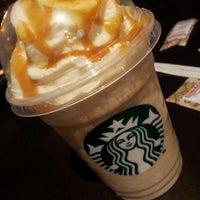 Снимок сделан в Starbucks пользователем Talita M. 5/18/2013