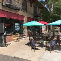 รูปภาพถ่ายที่ Café Miriam โดย Beau L. เมื่อ 7/13/2017