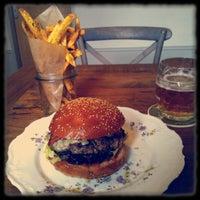 Photo prise au Dish – Fine Burger Bistro par Marcel B. le2/4/2013