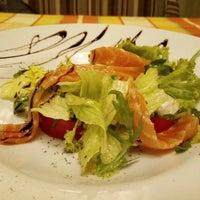 Foto scattata a Pesto Cafe da Natalia K. il 6/24/2016