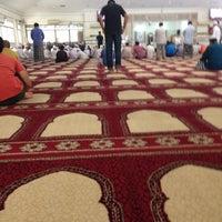Photo taken at Masjid Abu Bakar Al-Siddiq by Hazri R. on 4/1/2016