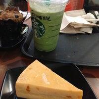 Photo taken at Starbucks by Vivienne l. on 5/19/2013