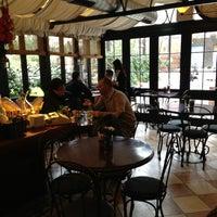3/9/2013 tarihinde Seda T.ziyaretçi tarafından Café des Cafés'de çekilen fotoğraf
