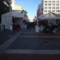Foto tomada en Downtown Holiday Market por Frank V. el 12/14/2012