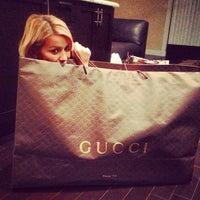 รูปภาพถ่ายที่ Gucci โดย Alehandra R. เมื่อ 12/27/2012