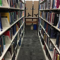 รูปภาพถ่ายที่ MIT Dewey Library (E53-100) โดย Conor M. เมื่อ 2/17/2016