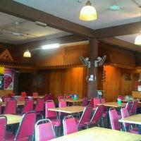 Photo taken at Restoran Pokok Nyor by Encik H. on 8/28/2016
