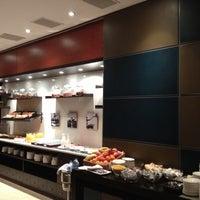 Foto tomada en H2 Hotel Elche por Inés B. el 12/6/2012