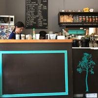 Foto tirada no(a) Sur Café por Antonio D. em 12/4/2017