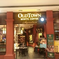 Photo taken at OldTown White Coffee by Long D. on 7/29/2013