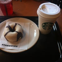 Photo taken at Starbucks by AshlouxXx D. on 5/31/2013