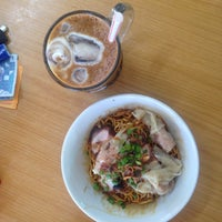 Photo taken at Restoran Lot Ten (樂天美食中心) by Justin J. on 2/23/2015