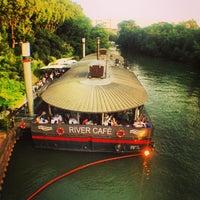 Das Foto wurde bei River Café von Djallal B. am 7/6/2013 aufgenommen