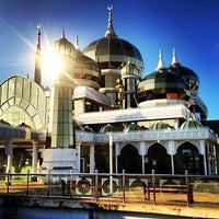 Photo taken at Masjid Kristal by ApEk WhuuT on 3/14/2013