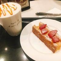 Photo taken at Agnès b. CAFÉ L.P.G. 台北京站廣場店 by Shelly on 7/8/2017