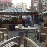 Das Foto wurde bei Starbucks von Flavia am 9/20/2012 aufgenommen