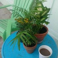 Das Foto wurde bei East Village Café von Leah M. am 9/21/2013 aufgenommen