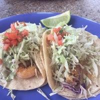 Das Foto wurde bei Pacos Tacos von Shirley L. am 6/26/2017 aufgenommen