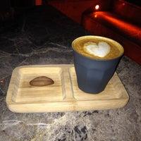 รูปภาพถ่ายที่ Two Cups Coffee โดย Barış A. เมื่อ 3/30/2015