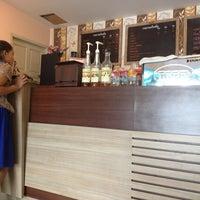 Photo taken at Tonkluay Cafe by Saravut on 12/22/2012