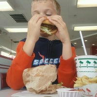 Photo taken at In-N-Out Burger by Lonnie S. on 3/9/2013