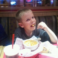 Photo taken at Red Robin Gourmet Burgers by Lonnie S. on 1/23/2013